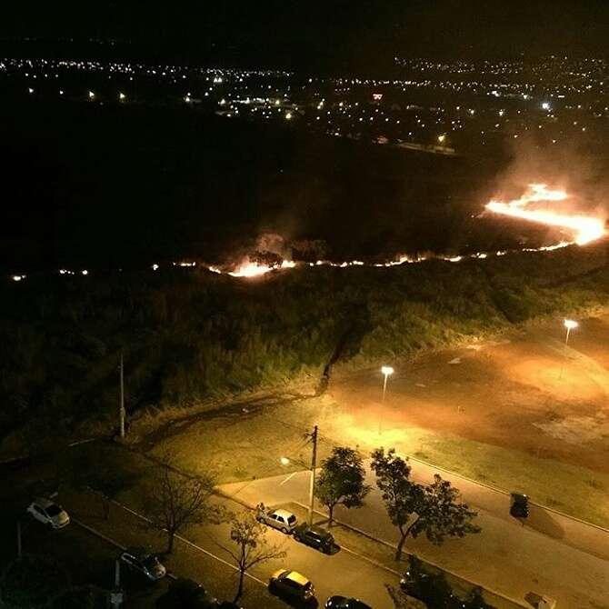Incêndio destrói área de pastagem no Residencial Eldorado