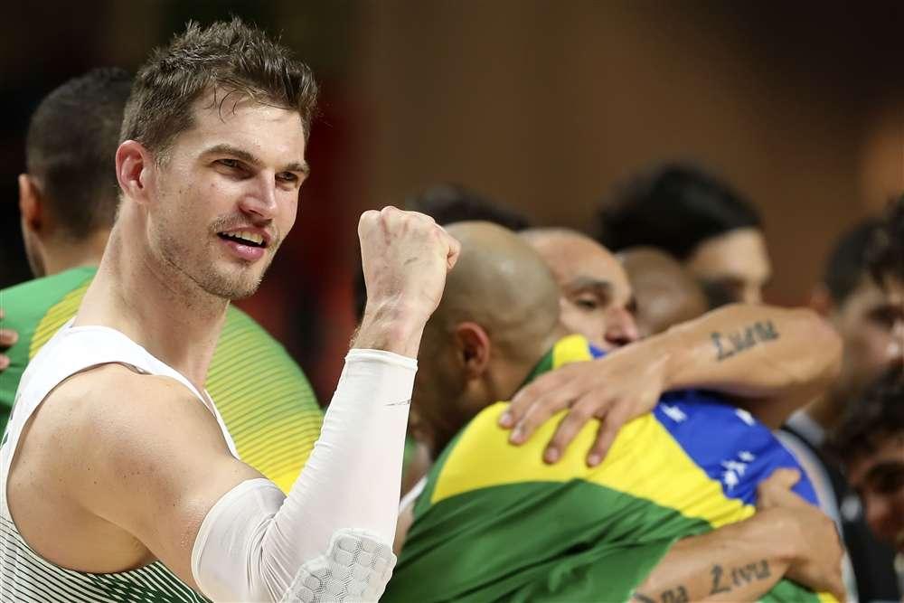 Brasil dá show e, enfim, vence a Argentina no basquete