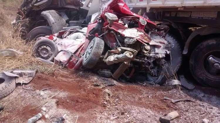 Cinco pessoas ficam feridas em acidente envolvendo 10 carros na BR-060
