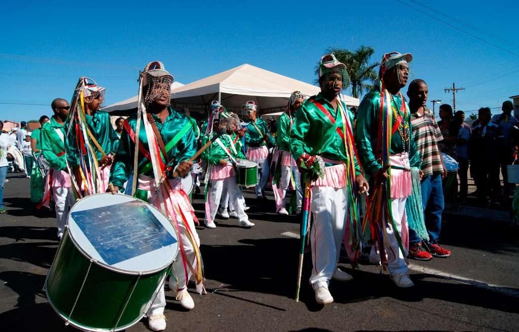 6º Encontro de Congadas leva cores, dança e música à Praça do Rosário