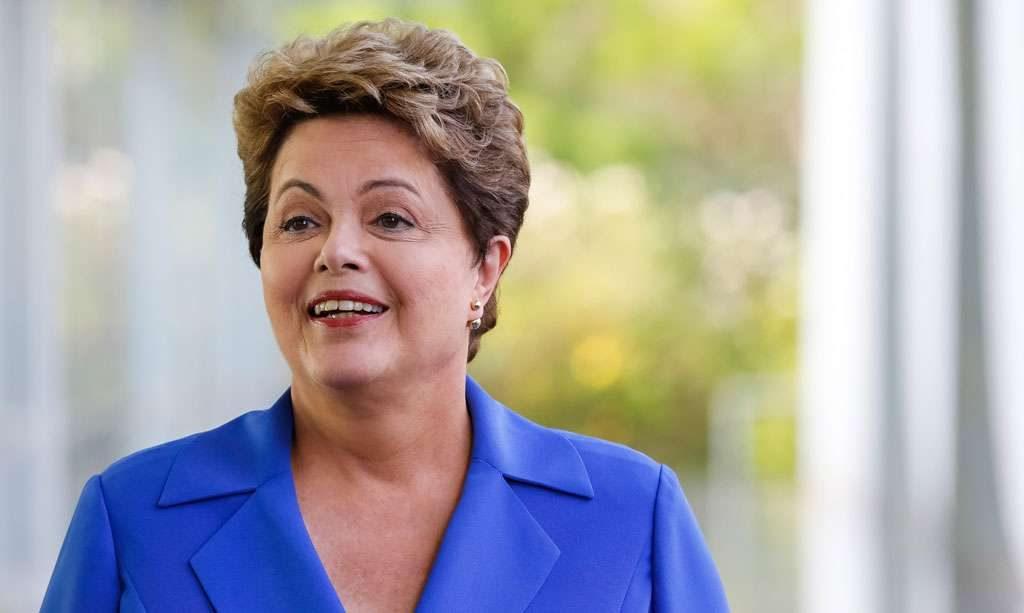 Pela primeira vez Dilma admite desvio na Petrobras