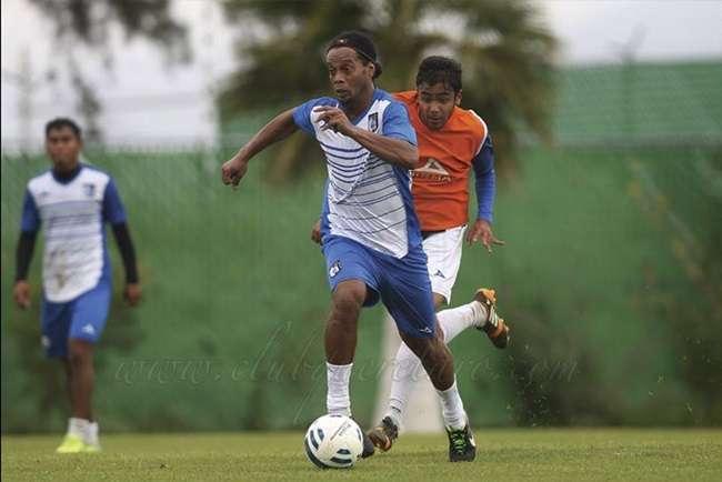 Político pede desculpas a Ronaldinho após racismo
