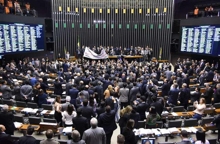 Câmara aprova MP que altera regras para concessão de pensão por morte
