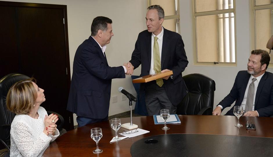 Marconi firma acordo com Banco Mundial para avaliação das OSs na Educação