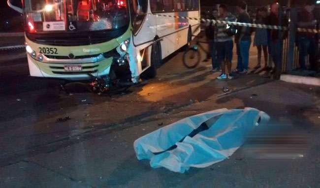 Motociclista morre após ter veículo atingido por um ônibus na Avenida Rio Verde