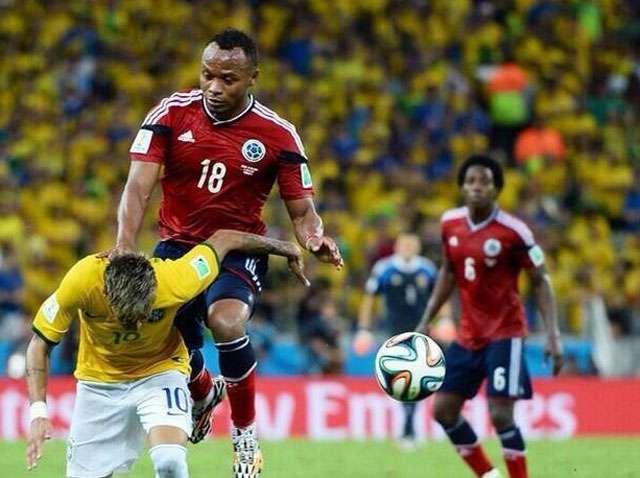 Neymar fratura a vértebra e está fora do restante da Copa