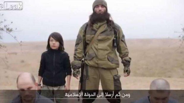 Estado Islâmico divulga vídeo com dois russos assassinados por criança