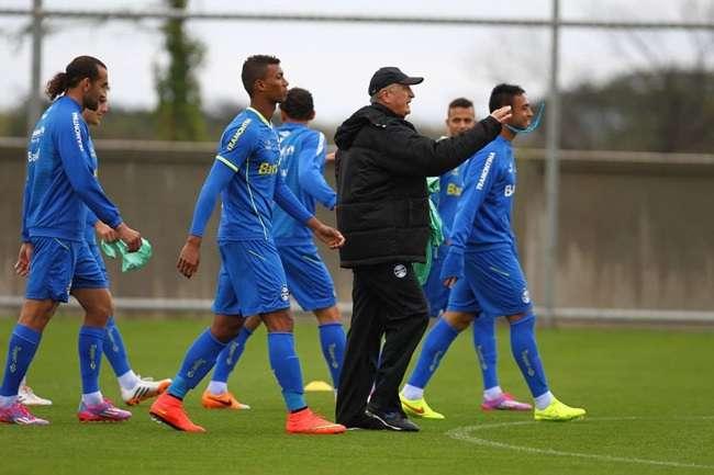 Grêmio treina sob apoio da torcida na véspera do Gre-Nal