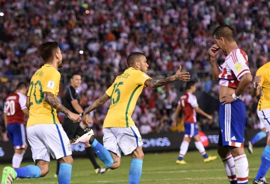Brasil busca empate no último minuto e evita fiasco contra o Paraguai