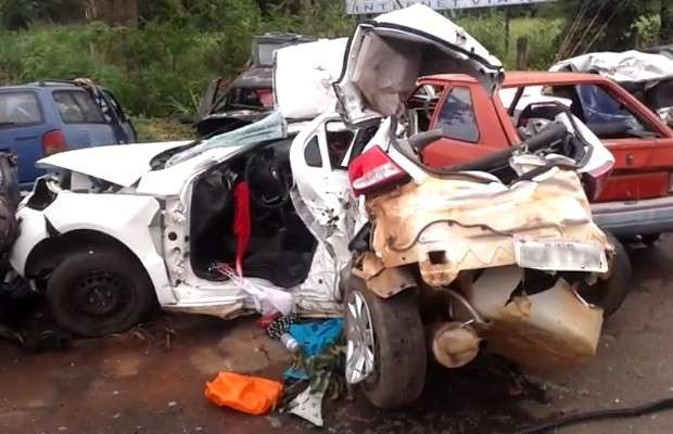 Acidente deixa três mortos e jovem ferida na BR-153, em Rianápolis