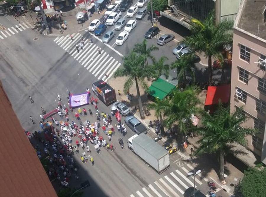 Trabalhadores protestam contra PEC do Teto dos Gastos