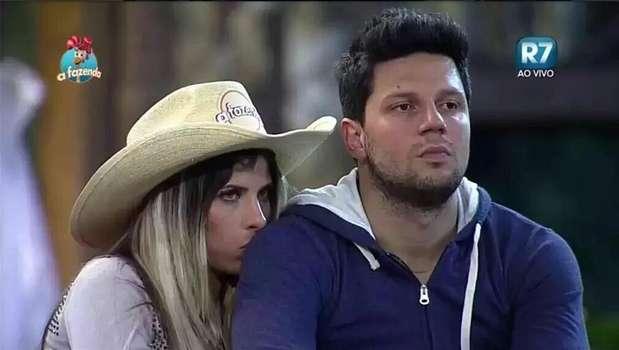 A Fazenda: Thiago Servo deixa carta com pedido de casamento para Ana Paula Minerato