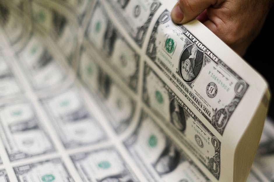 Dólar recua para R$ 3,818; Bolsa de Valores cai