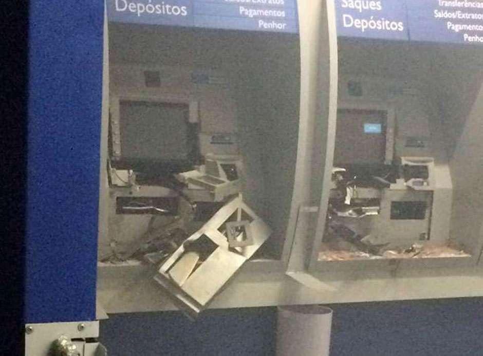 Grupo explode caixas eletrônicos em Vianópolis
