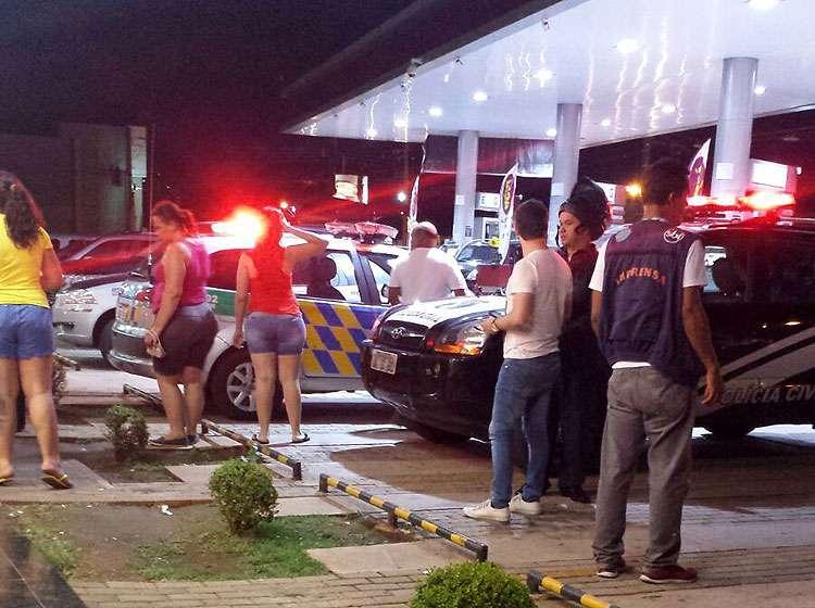 Homem tenta assaltar loja de conveniência e é morto a tiros por policial à paisana