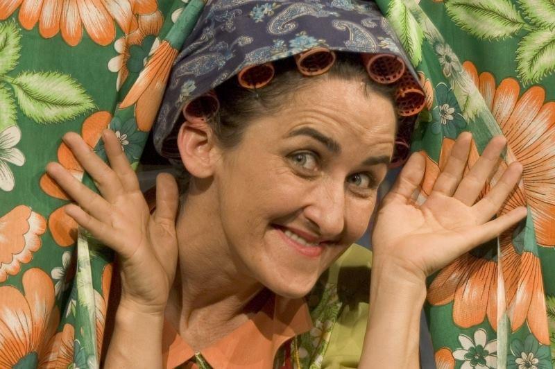Cida Mendes volta ao palco do Teatro Sesi com Defeito Estufa