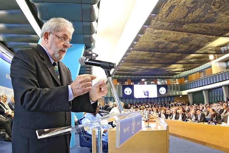 Lula ganhou até R$ 815 mil por palestra e recebeu fortuna de empresa investigada na Lava Jato, diz revista