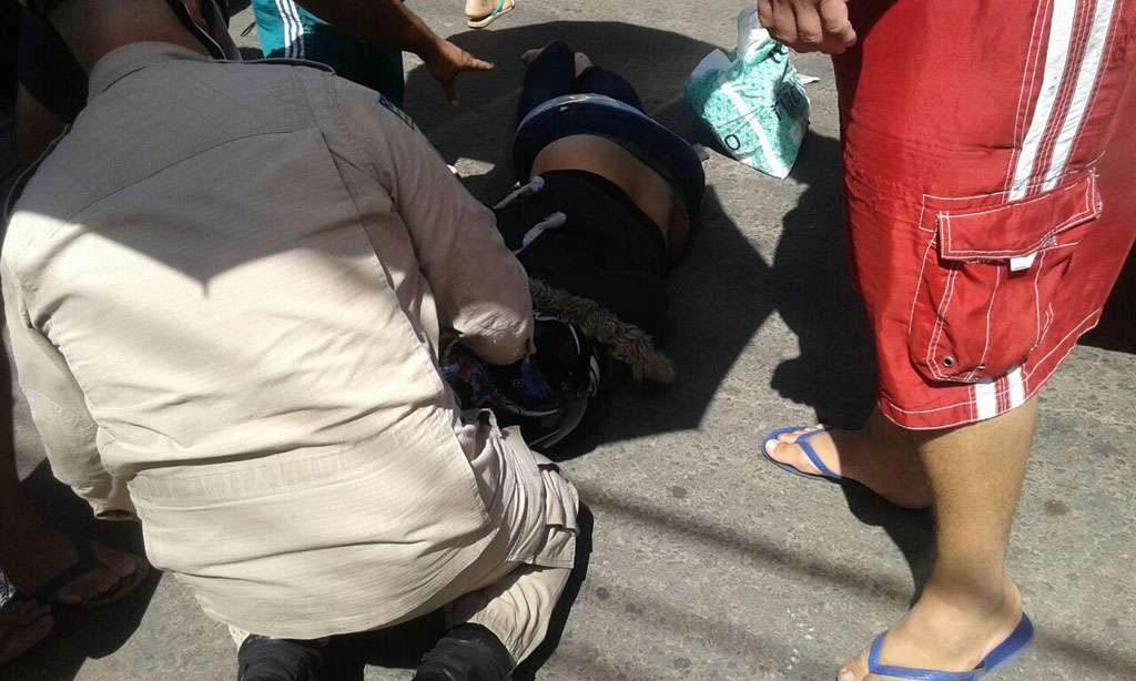 Mulher morre e criança fica ferida após terem motocicleta atingida por ônibus