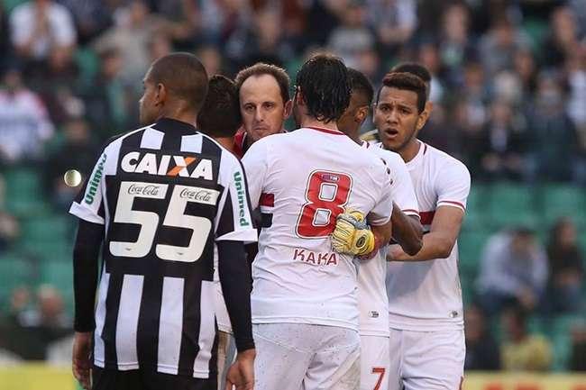 São Paulo busca 1 a 1 com Figueirense e segue em 3º