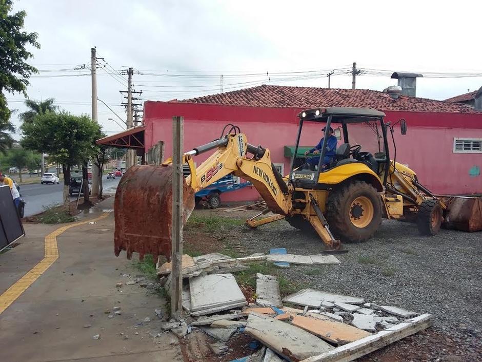 Prefeitura realiza desobstrução de área pública que funcionava como rodoviária clandestina