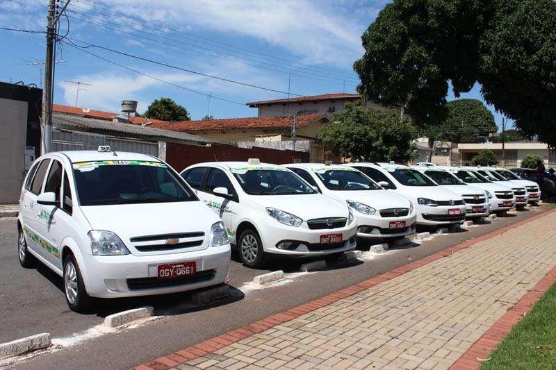 MPGO contesta lei que autorizou cobrança de Bandeira 2 em tempo integral nos táxis de Goiânia