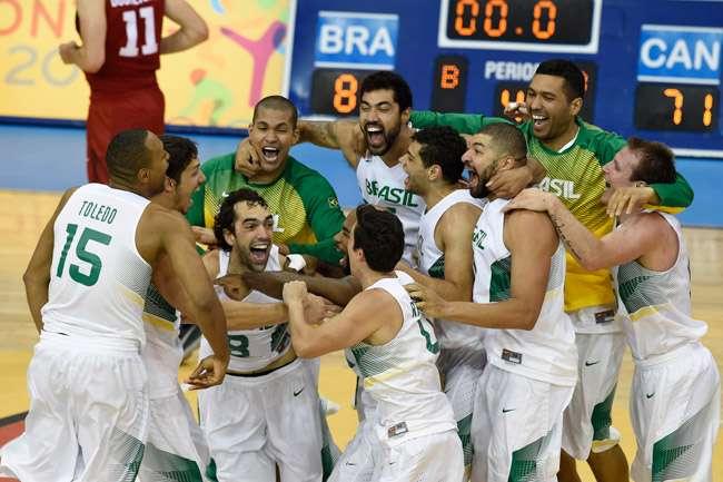 Brasil atropela Canadá e conquista o hexa no basquete