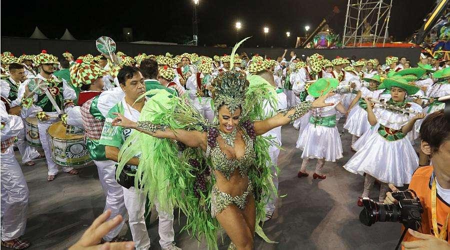 Mancha Verde festeja centenário do Palmeiras no sambódromo do Anhembi