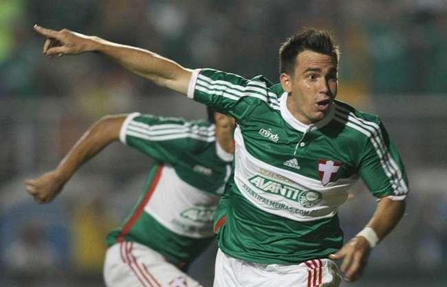 Palmeiras vence Grêmio e fica mais longe da degola