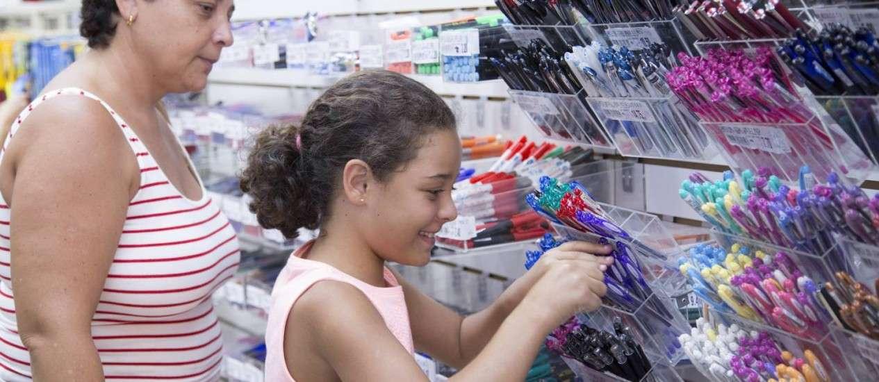 Variação no preço do material escolar chega a 406% em Goiânia