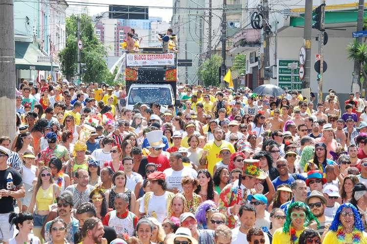 Blocos levam 200 mil pessoas para as ruas de São Paulo