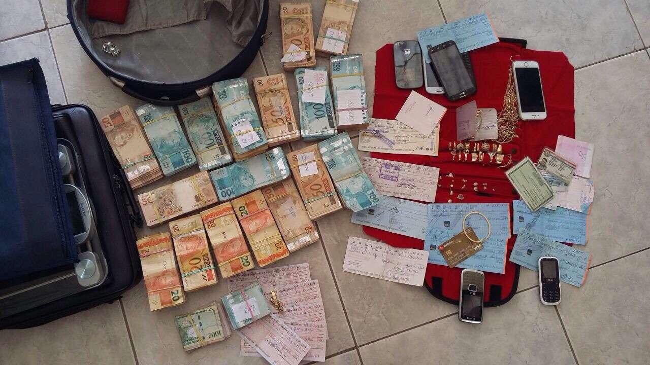 Suspeito de tráfico é preso com R$ 150 mil em dinheiro