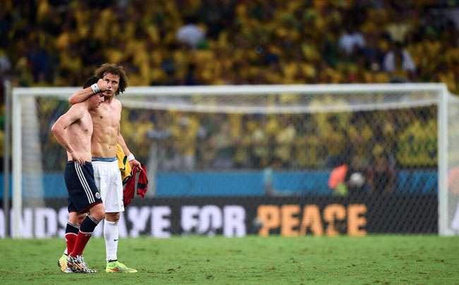 Chorando, James Rodríguez diz estar triste e orgulhoso