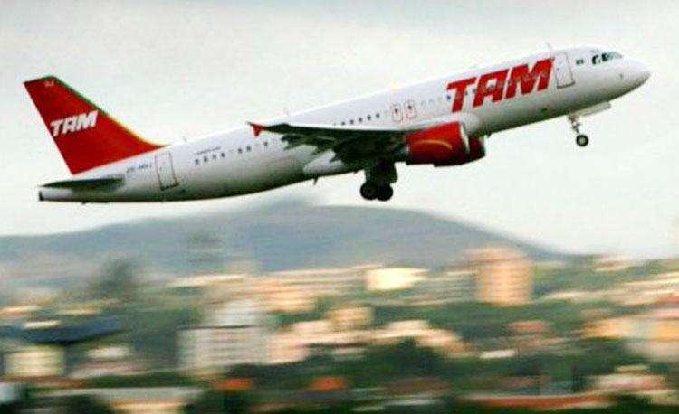 Voo da TAM retorna a Guarulhos após colisão com pássaro