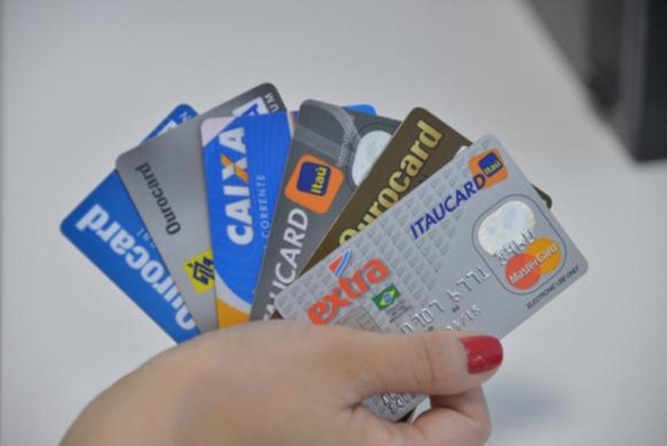 Gastos com juros do cartão de crédito podem cair pela metade com novas regras
