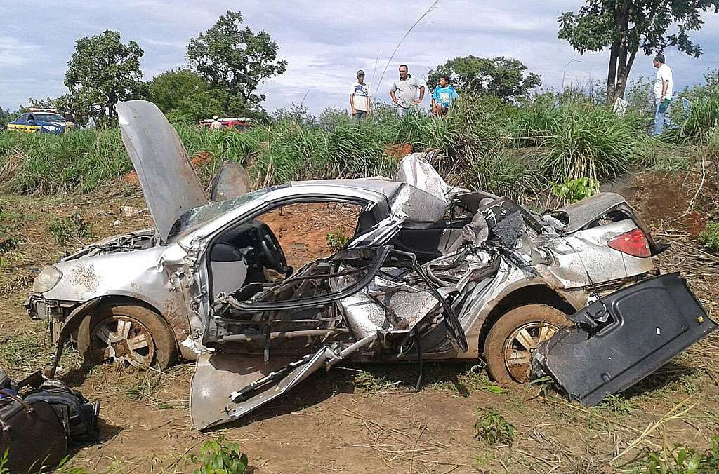 Mulher morre em acidente na BR-153 a caminho do casamento da irmã
