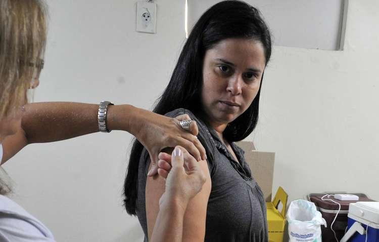 Após morte de morador por febre amarela, prefeitura convoca para vacinação