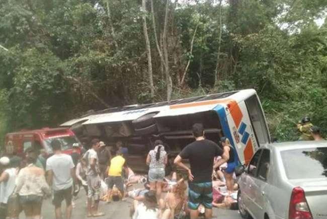 Grave acidente com ônibus deixa 15 mortos e 50 feridos em Paraty, Rio de Janeiro