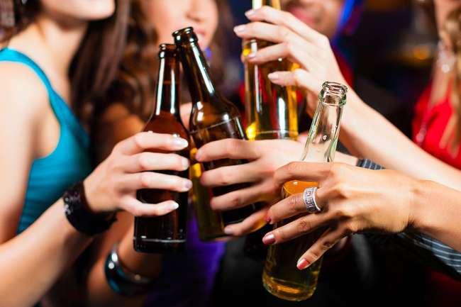 Câmara aprova projeto que criminaliza venda de bebidas a menores