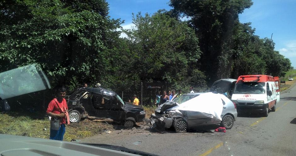 Colisão deixa três mortos e dois feridos na GO-020