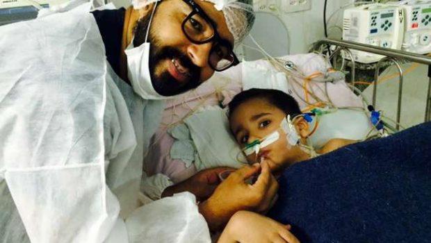 É grave, porém estável, o estado de saúde do gêmeo Heitor Brandão, diz hospital