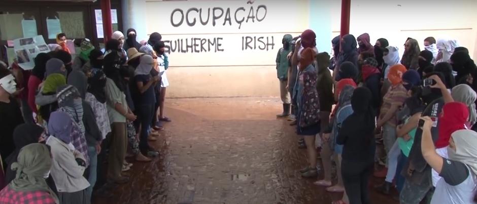 Estudantes que ocupam UFG fazem homenagem a Guilherme