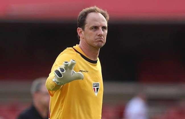 Rogério Ceni treina e viaja com São Paulo para Curitiba