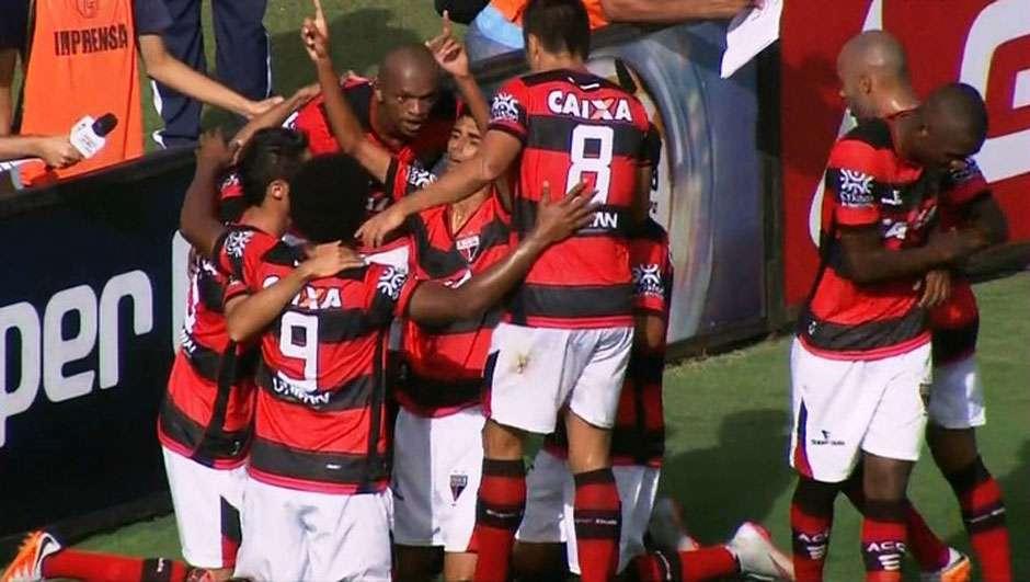 Atlético-GO vence o Crac por 2 a 0 na estreia