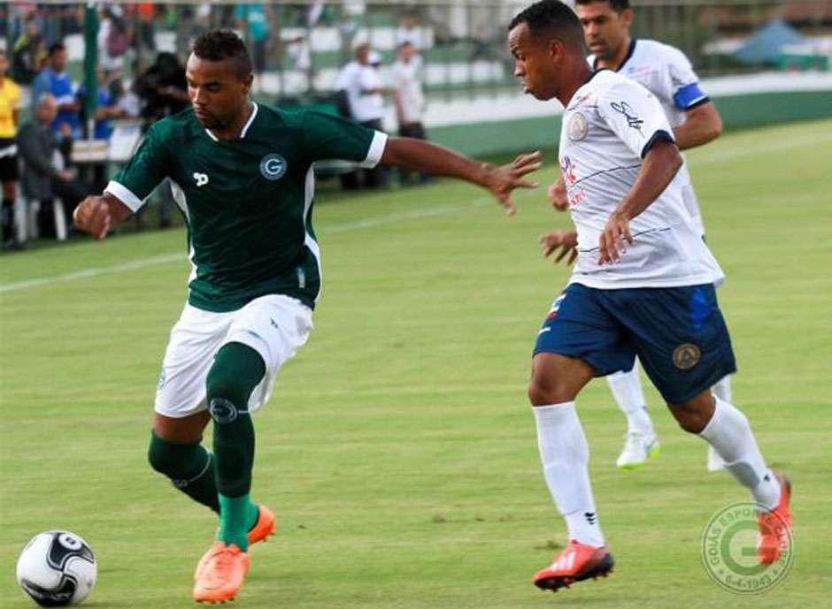 Goiás bate Aparecidense e segue 100% no Campeonato Goiano