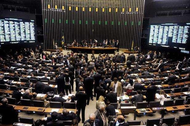Congresso aprova Orçamento de 2015 com três meses de atraso
