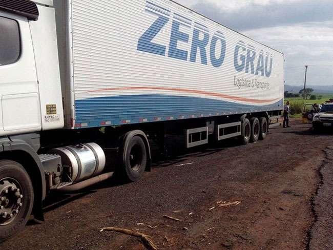 Em SP, polícia recupera duas carretas roubadas que seguiam para Aparecida de Goiânia