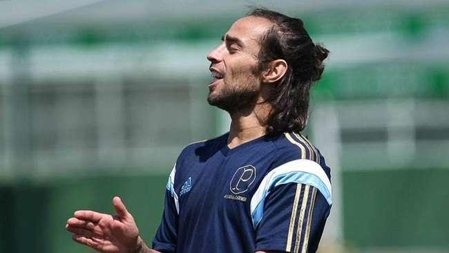 Capitão, Valdivia assume papel de líder no Palmeiras