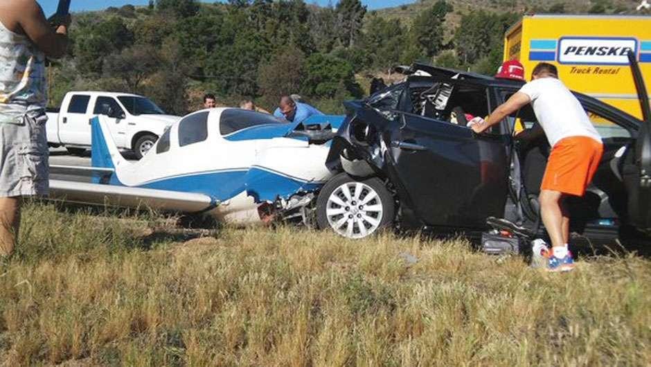 Avião atinge carro em rodovia e deixa uma pessoa morta e cinco feridas nos EUA