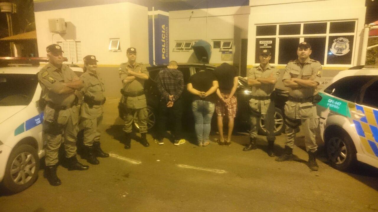 Dois são presos e um menor apreendido em Morrinhos após roubo de veículo em MG