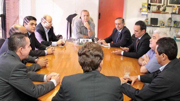 Prefeito Paulo Garcia recebe a nova mesa diretora da Câmara Municipal